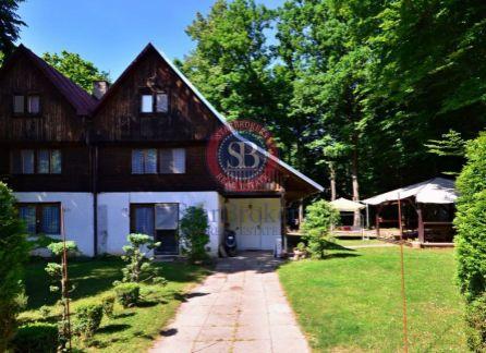 StarBrokers - Ponúka na predaj exkluzívnu romantickú celoročne obývanú chatu po kompletnej rekonštrukcii Rohožník - Priehrada