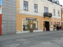 Moderný obchodný priestor na pešej zóne v Liptovskom Mikuláši na prenájom.