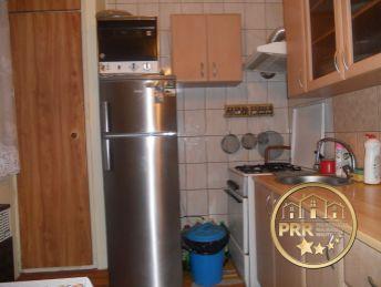 2-izb.byt v centre obce Uhrovec na predaj.