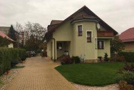 Exkluzívne iba u nás!!! Luxusne zariadený rodinný dom 230m2 Lednické Rovne