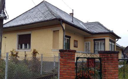 GEMINIBROKER Vám ponúka na predaj rodinný dom v obci Vilyvitány