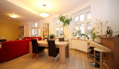 # 3i byt # Staré Mesto - Zochova # Kompletná rekonštrukcia # Krb #