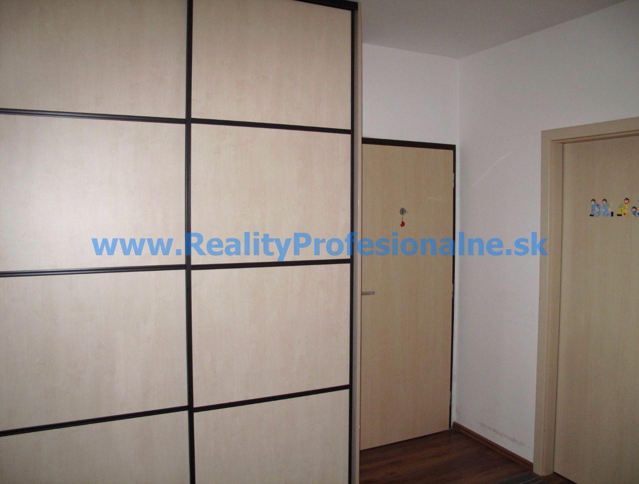 PREDANÉ ZA 2 DNI: Hľadáte príjemný domov so všetkým komfortom? 3 izbový byt v Petržalke na Budatínskej ulici vám ho poskytne