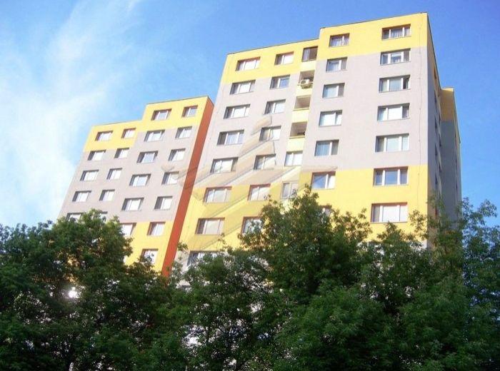 PREDANÉ - HROBÁKOVA, 3–i byt, 74 m2 - loggia, slnečný, v zateplenom bytovom dome, TOP CENA