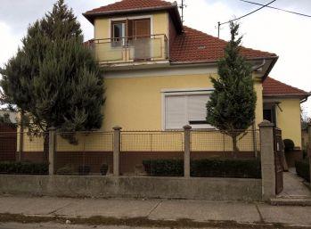 Reality Štefanec /ID-10425/ DS, Malé Blahovo, predaj 4,5 izbového RD, v dobrom obývateľnom stave,170 m2 zast. plocha, pozemok 800 m2. Cena 87.000,-€. DOHODA MOŽNÁ !