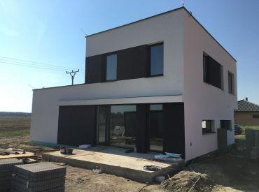 Moderný dom pri hrádzi v Rovinke od 144900,-   centrum obce!