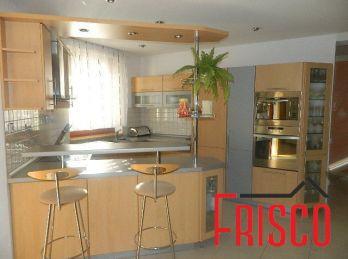 Ponúkame na predaj luxusný rodinný dom v Seredi