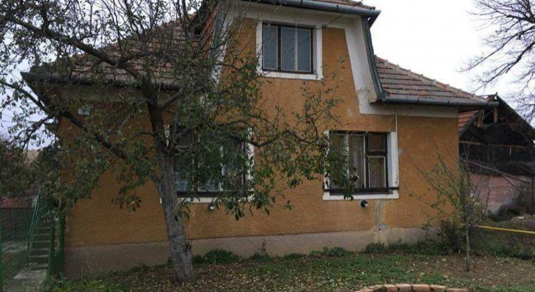 Rodinny dom v pôvodnom stave s veľkým pozemkom - Halačovce