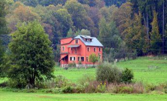 Vila na okraji lesa,s pozemkom až 1,3 ha.