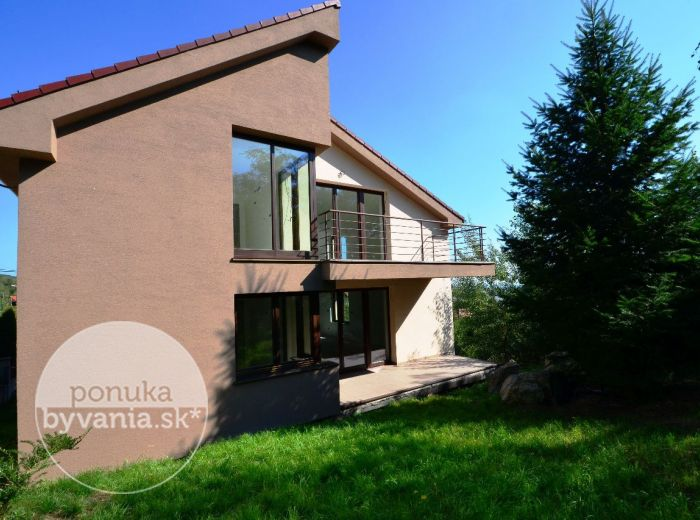 PREDANÉ - ZVONČEKOVÁ, 6-i dom, 380 m2 - luxusne PRIESTRANNÁ svetlá novostavba, ZELENÝ pozemok, kľudná lokalita, možnosť 2 BYTOVÝCH JEDNOTIEK