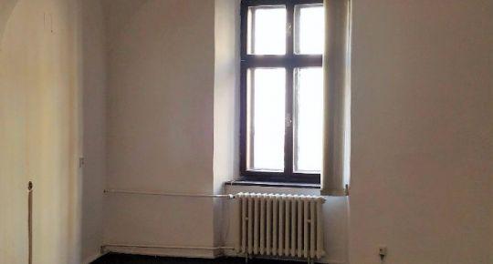 Prenájom, kancelárske priestory na námestí, Banská Bystrica