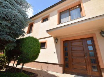 Rodinná vila, ÚP 280 m2, pozemok 856 m2, dvojgaráž, Moravany nad Váhom