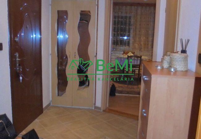 Na predaj 3 izbový byt, prerobený na dvojizbový - Levice (060-112-SB)