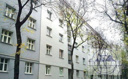Predáme 2,5-izbový byt v Starom meste oproti 2-Levom na Dobrovského ulici