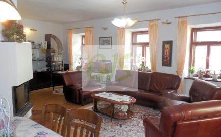 Najlepšia cena nádherného veľkého bytu v úplnom centre Štiavnice.