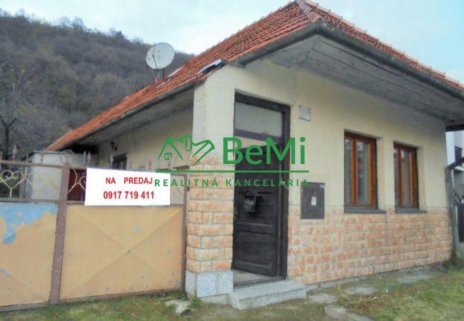 Rodinný dom v obci Hronský Beňadik (061-12-SB)