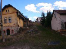 Dom s s veľkým pozemkom v Ploštíne , LM.