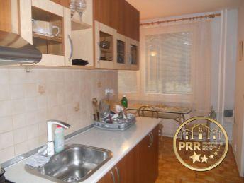 Na predaj 3-izb.byt 82m2+pivnica v Bánovciach n/B., sídl.Dubnička
