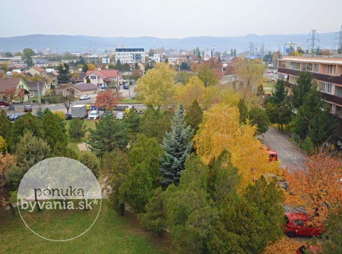 PREDANÉ - BANŠELOVA, 3-i byt, 68 m2 – MODERNÝ byt s veľkým balkónom, NOVOSTAVBA, vlastné kúrenie, zeleň pod oknami, krásny VÝHĽAD NA KARPATY