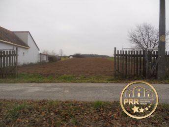 Predaj pozemku 2129m2 v obci Pečeňany pri Bánovciach /Bebr.