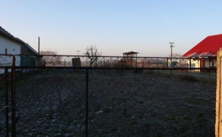 Stavebný pozemok so záhradou na predaj v obci Holice, časť Stará Gala