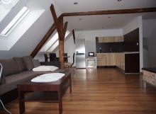 Nový, zariadený apartmán v podkroví domu pri centre