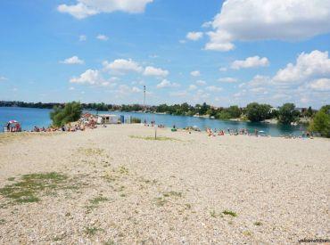 POSLEDNÝ POZEMOK SO VSTUPOM DO VODY na jazere Malé Košariská!