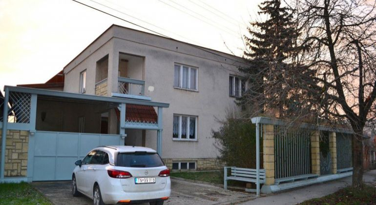 Čachtice – Rodinný dom na bývanie aj podnikanie.