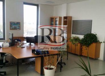 Ucelený kancelársky priestor na Ľubochnianskej ulici, Bratislava III