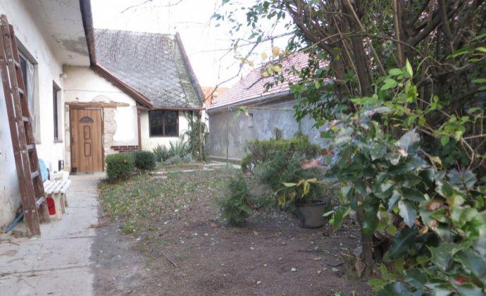 Best Real - predaj staršieho rodinného domu v Podunajských Biskupiciach, pozemok 1391m2