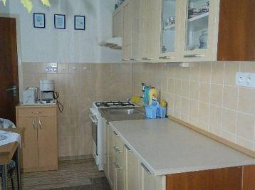 ZNÍŽENÁ CENA!! EXKLUZÍVNE! Predáme prerobený 4-izb. byt v Seredi