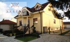 PREDAJ, luxusná rodinná vila s 2 bytovými jednotkami v obci Blatná na Ostrove