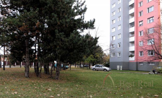 Best Real - 3-izbový byt na Čiernovodskej ulici vo Vrakuni, 1/12 poschodie, 66m2.