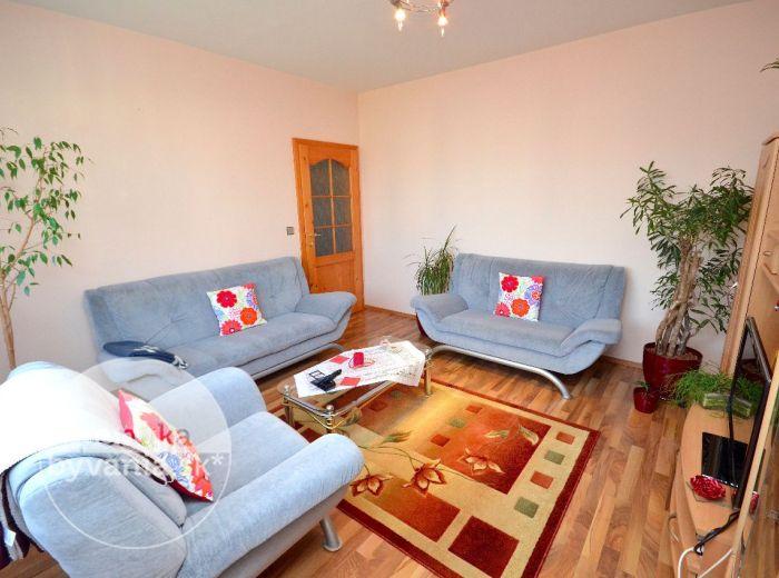 PREDANÉ - ANDRUSOVOVA, 3-i byt, 70 m2 – útulný KOMPLETNE REKONŠTRUOVANÝ byt, zasklená loggia, výborná dispozícia, TICHÁ LOKALITA SO ZELEŇOU