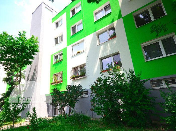 PREDANÉ - HNILECKÁ, 3-i byt, 68 m2 – loggia, VEĽKÁ PIVNICA, tichá lokalita blízko MALÉHO DUNAJA a LESÍKA