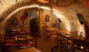 Zabehnutý bar v centre s historickou pivnicou na prenájom