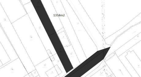 Na predaj slnečný pozemok 1 358 m2 s vybudovanými základmi, Hlohovec