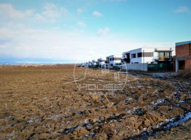 PREDAJ : veľký pozemok vhodný pre developera na stavbu rodinných domov - Bernolákovo
