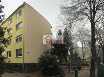 Reality Štefanec /ID-10462/ DS,Gyulu Szabóa  predaj 3 iz. bytu po čiastočnej rekonštrukcii na 3 p./3 p., bez výťahu. Cena 53.990,-€., s garážou 60.990,-€.