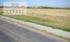 Predám pozemok 2,3h na vystavbu 31 rodinných domov po 600m2 pozemku v obci Hviezdoslavov, 5min. pešo Vlaku RÉGIO JETT