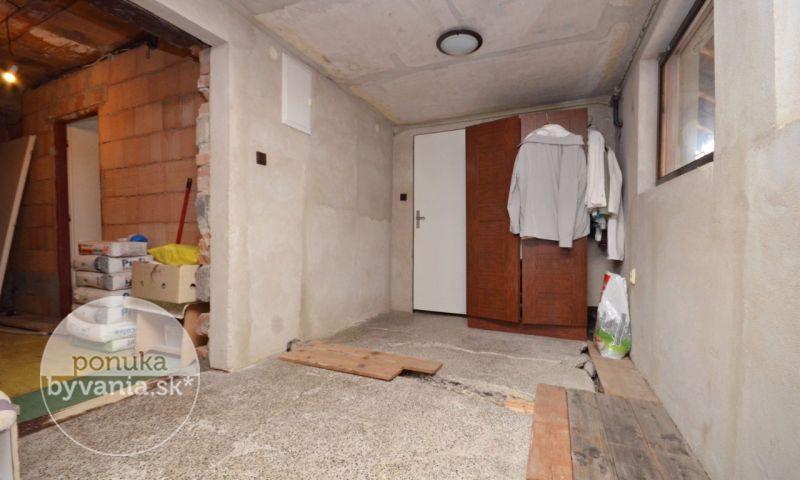 ponukabyvania.sk_Pivničná_Rodinný-dom_archív