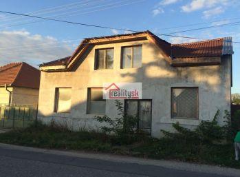 Reality Štefanec /ID-10465/, Kajal, okres GA, predaj 5 iz RD , 280 m2 obytná plocha , pozemok 1.500 m2, + výrobná plechová hala, všetky IS. Cena 74.000,-€.