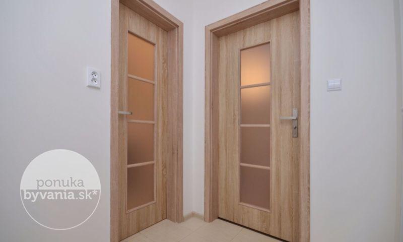 ponukabyvania.sk_Strmé sady_Rodinný-dom_KOVÁČ