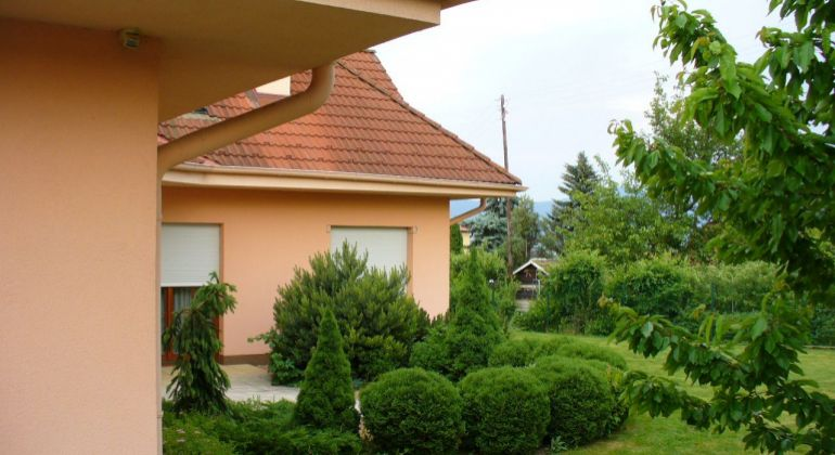 Rodinný dom  + záhradný dom- Chocholná Velčice