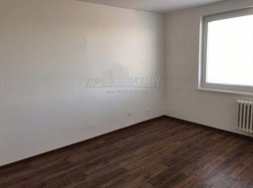 Reality Štefanec /ID-10468/, GA, Železničiarska ul, predaj 1 iz. kompletne zrekonštruovaného bytu, bez balkóna. 3/8 p. Cena 38.000,-€.