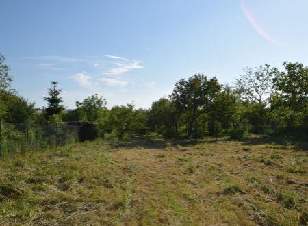 Pozemok  výmery 2140 m2, intravilán, Moravany nad Váhom