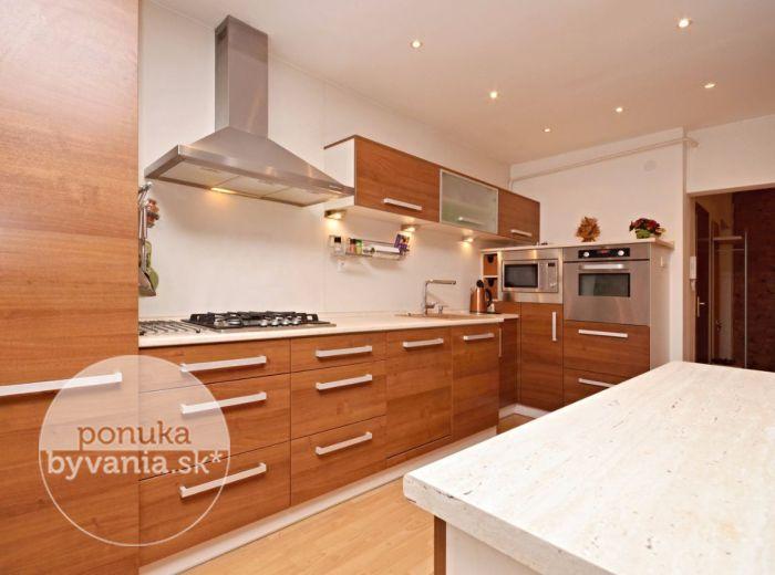 PREDANÉ - PRIEKOPNÍCKA, 4-i byt, 106 m2 – TEHLOVÝ byt s 2 LOGGIAMI, zrekonštruovaný, moderná dispozícia, veľká pivnica, VLASTNÉ KÚRENIE