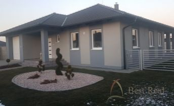 Best Real - Bungalov v Topoľníkoch, 4 izby, nízkoenergetický, garáž, bazén, kompletne zariadený!