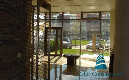 Obchodný priestor vhodný pre showroom, 90,44 m2, Galvaniho ul.