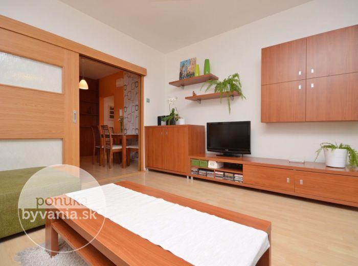 PREDANÉ - NÁM.HRANIČIAROV, 3-i byt, 75 m2 – kompletne zrekonštruovaný byt so zasklenou LOGGIOU, ZATEPLENIE, výborná dispozícia, TOP LOKALITA